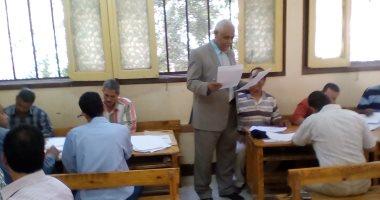 وكيل وزارة التعليم باسيوط يتابع تصحيح اوراق الاجابة